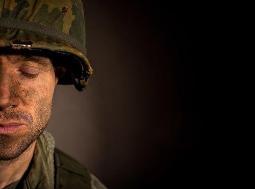 Trouble de stress post-traumatique: symptômes et caractéristiques