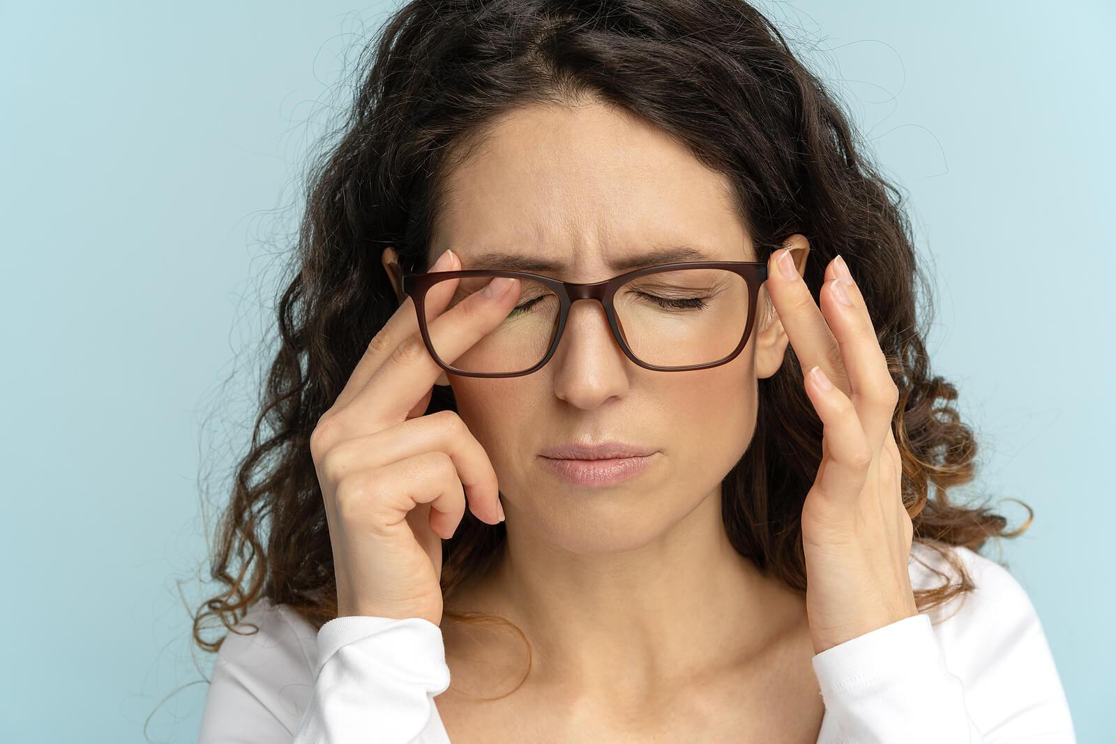 Las enfermedades oculares comunes incluyen la miopía